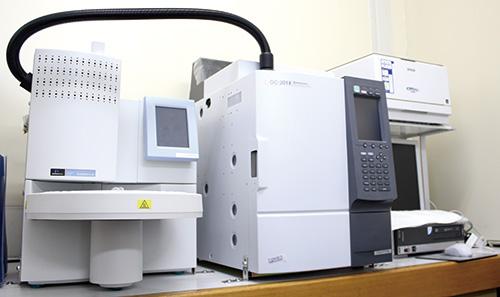 残留溶剤測定機(ガスクロマトグラフ)